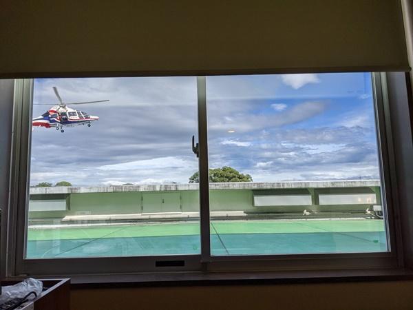 防災消防ヘリコプター「ひばり」着陸